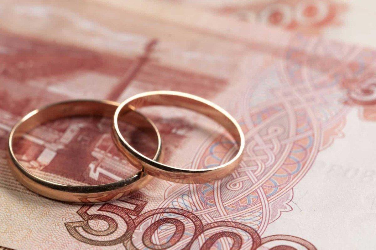 Опытный юрист, с большим стажем работы, поможет в вопросе - Признание брака недействительным.