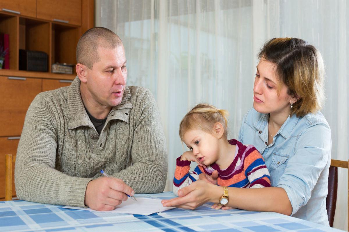 Опытный семейный юрист, с большим стажем работы поможет по вопросу - установление отцовства.